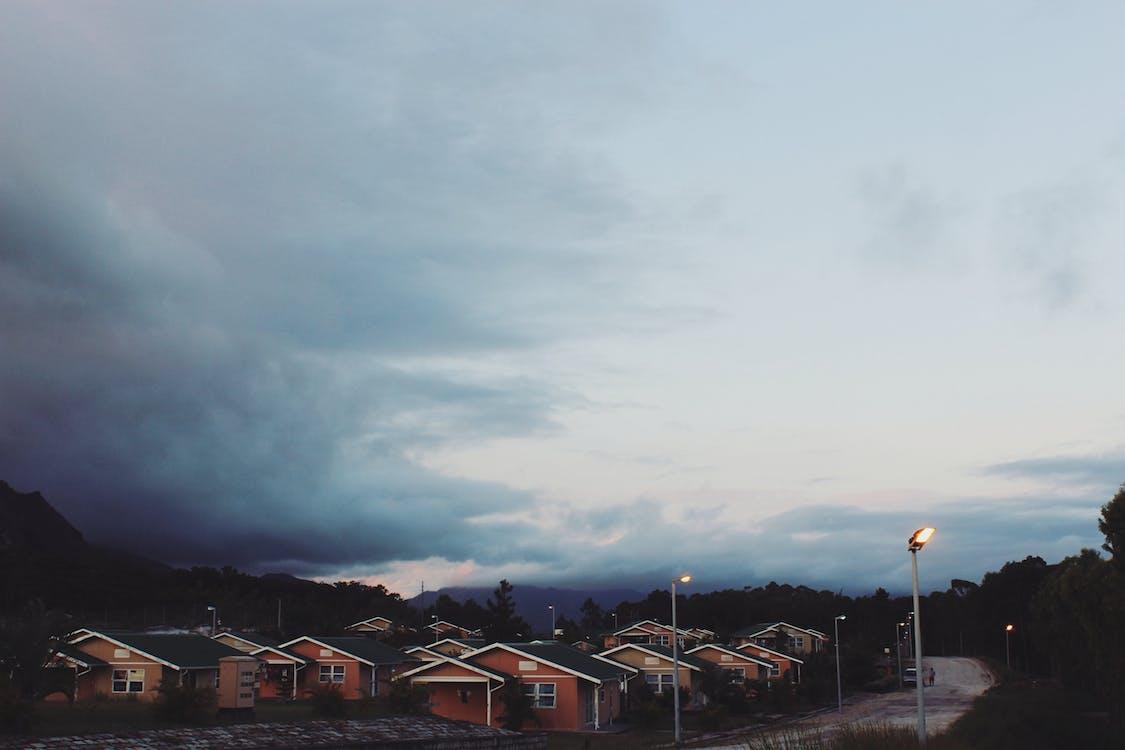 2k18, casa, céu nublado