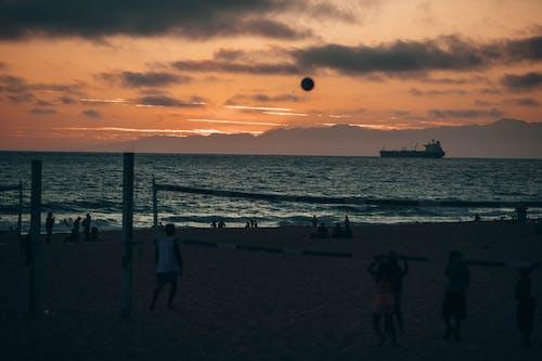 Безкоштовне стокове фото на тему «берег моря, відпочинок, вода, волейбол»