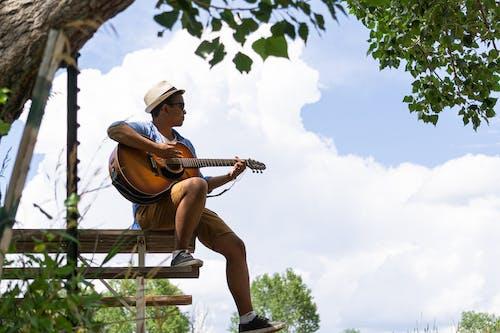 Darmowe zdjęcie z galerii z czas wolny, gitara, gitarzysta, instrument muzyczny