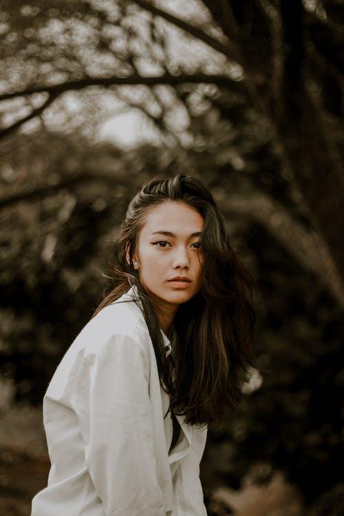 Ingyenes stockfotó álló kép, aranyos, ázsiai nő, borús témában