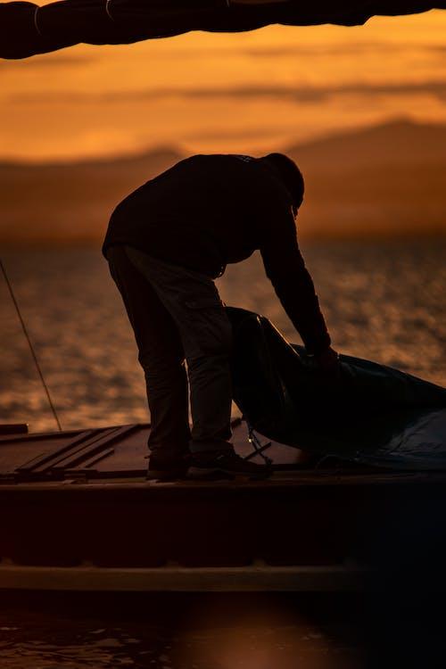 Fotobanka sbezplatnými fotkami na tému loď, rybár, slnečné žiarenie, sviečky