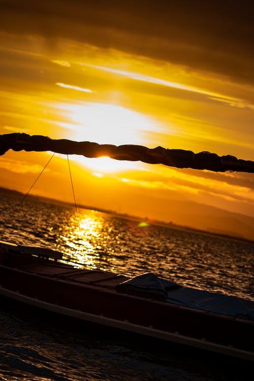 Fotobanka sbezplatnými fotkami na tému loď, morská voda, plachetnica, slnečné žiarenie