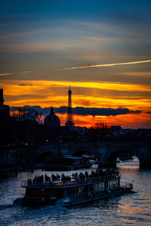 Fotobanka sbezplatnými fotkami na tému Eiffelova veža, loď, Parížan, slnečné žiarenie