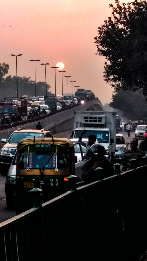 Immagine gratuita di auto, autostrada, cielo, città