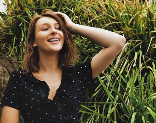 아름다운 미소, 인물 사진, 행복한 소녀의 무료 스톡 사진