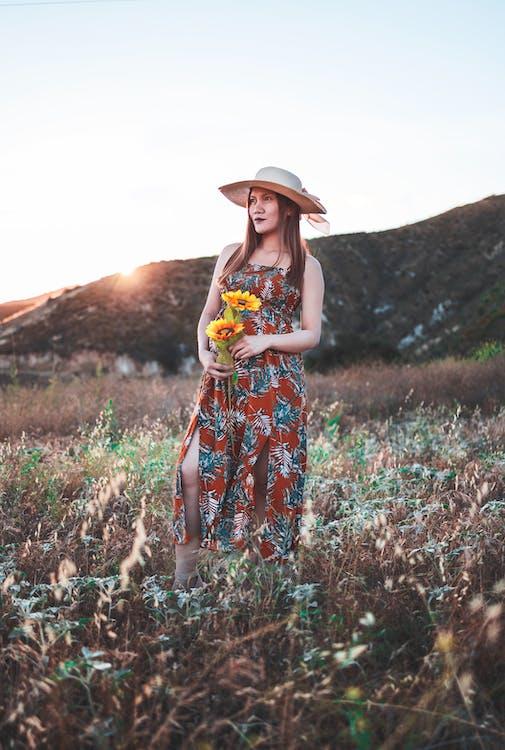 aantrekkelijk mooi, Aziatische vrouw, bloemen