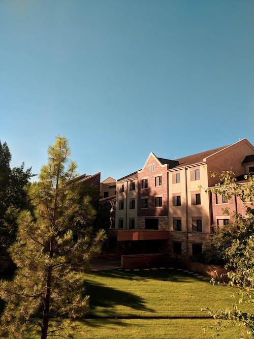 公寓, 宿舍, 建造, 晴朗的天空 的 免費圖庫相片
