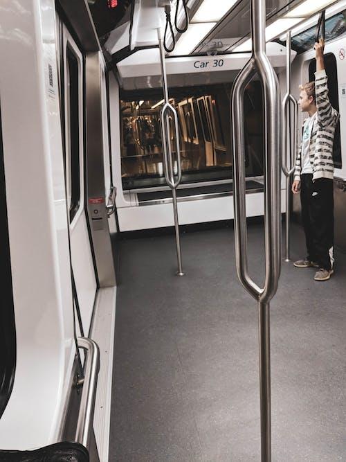 Gratis arkivbilde med speil, tog, undergrunnsbane