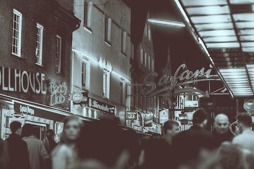 Kostenloses Stock Foto zu licht, schwarz und weiß, stadt, straße