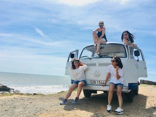 araç, Aşk, beraberlik, boş zaman içeren Ücretsiz stok fotoğraf