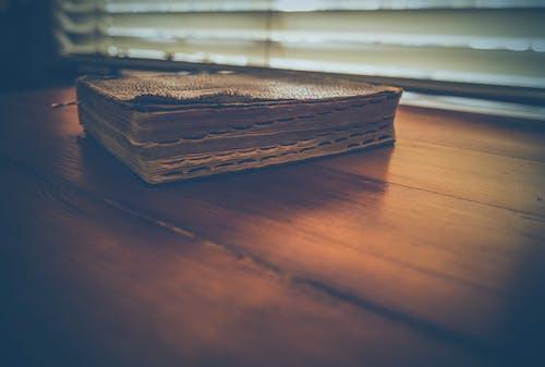 Ingyenes stockfotó barna, Biblia, könyv, könyvek témában
