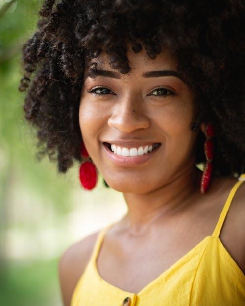 Foto d'estoc gratuïta de diversió, dona negra feliç, dones africanes, dones de raça negra