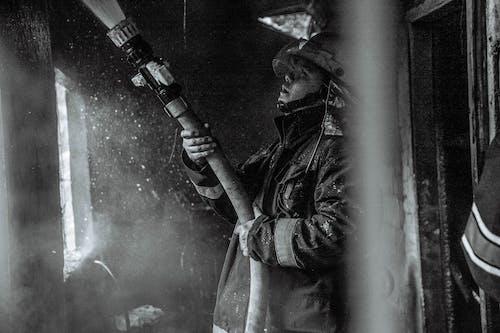 acil Durum, adam, aşındırmak, duman içeren Ücretsiz stok fotoğraf
