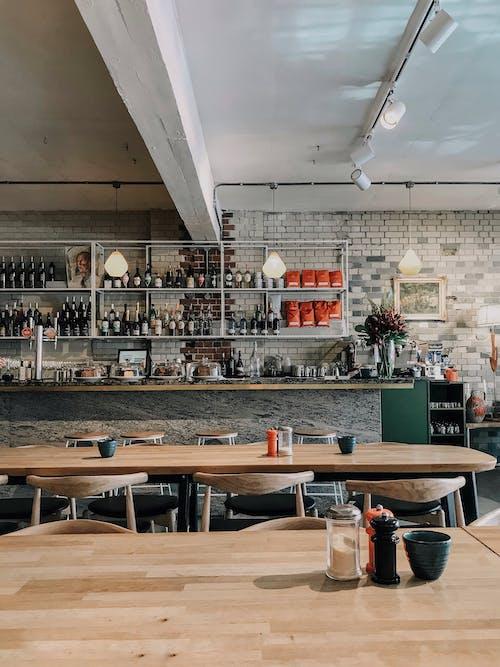 Kostenloses Stock Foto zu backsteinmauer, café, café, design-raum