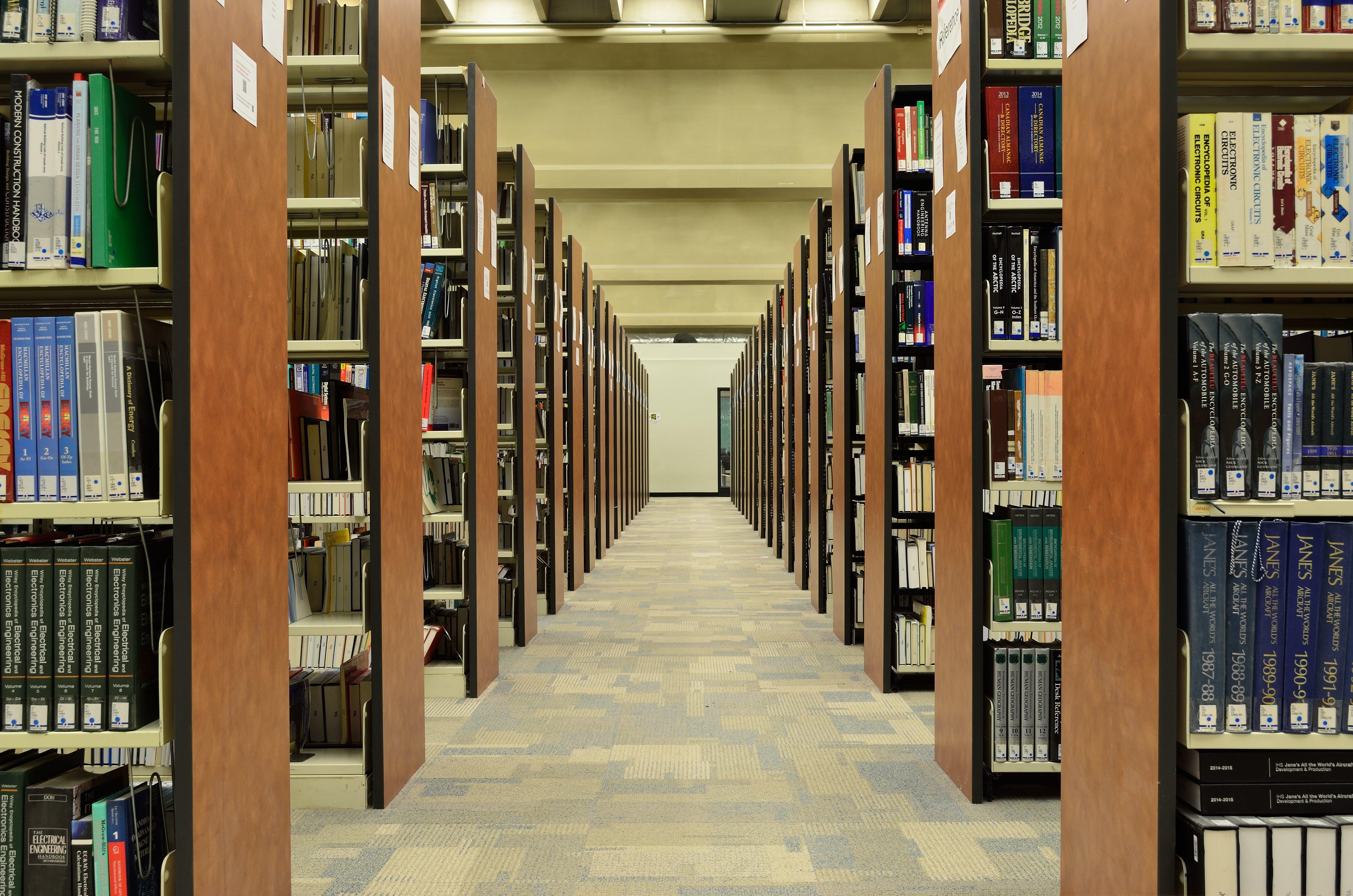 βιβλία, βιβλιοθήκη, διάδρομος