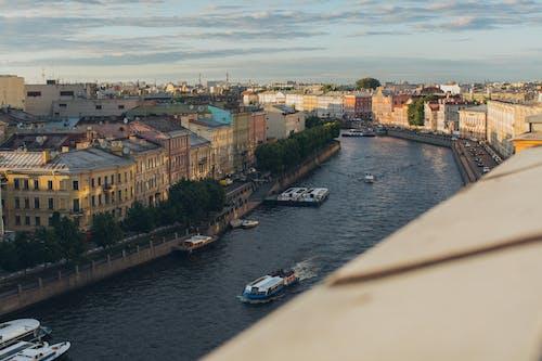Безкоштовне стокове фото на тему «Windows, архітектура, берег, будівлі»
