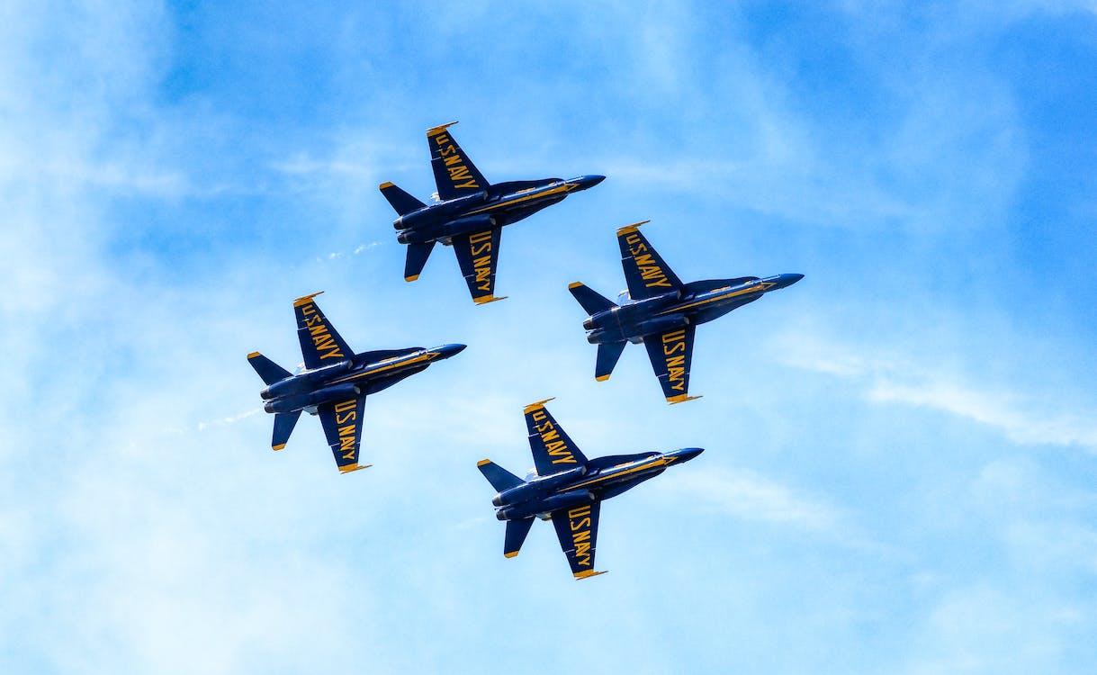 Empat Pesawat Hitam