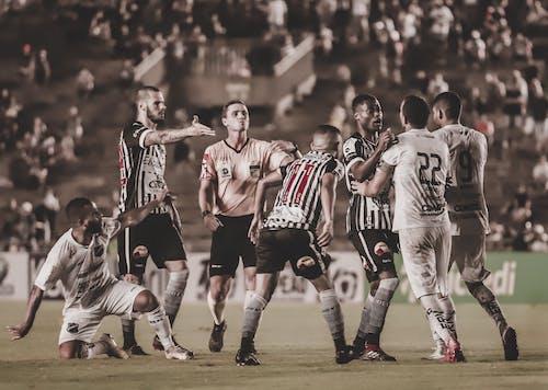 Foto stok gratis lapangan sepak bola, pemain sepak bola, pertandingan sepak bola, sepak bola