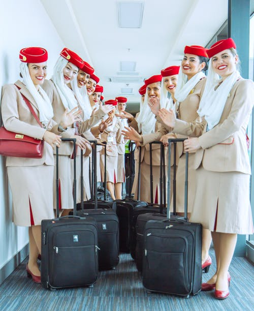 Immagine gratuita di aeroporto, assistenti di volo, bagagli, compagnia aerea