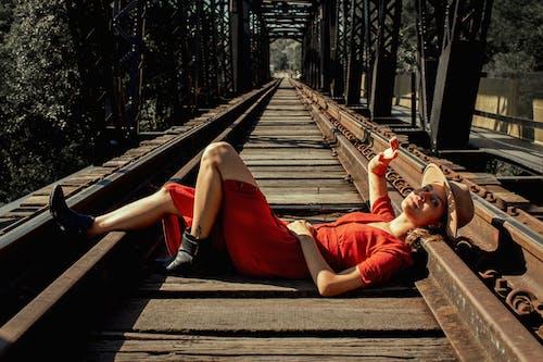 açık, antrenman yaptırmak, aşındırmak, demir yolu içeren Ücretsiz stok fotoğraf