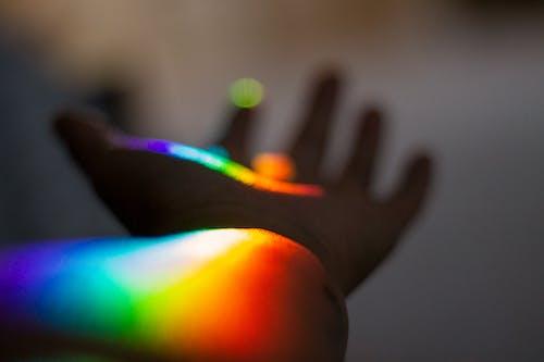 Δωρεάν στοκ φωτογραφιών με ουράνιο τόξο, χέρι