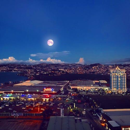 城市, 市容, 月亮, 美丽的夕阳 的 免费素材照片