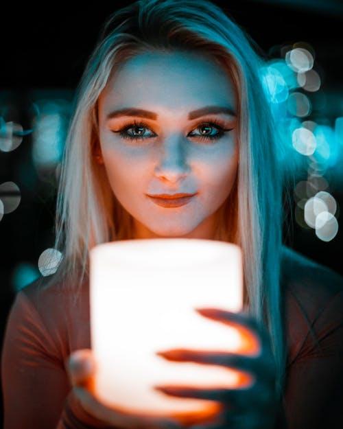 Kostnadsfri bild av ansiktsuttryck, attraktiv, blond, bokeh