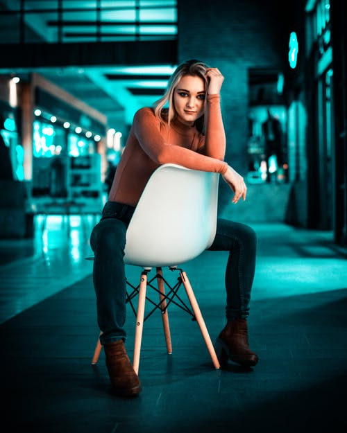 Kostnadsfri bild av #mobilechallenge, #models, 20-25 år gammal kvinna, 50 mm