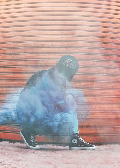 Kostnadsfri bild av färgad rök, gatufoto, Go Pro, keps