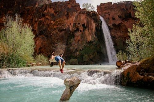 Δωρεάν στοκ φωτογραφιών με backflip, αναψυχή, άνθρωπος, βουνό