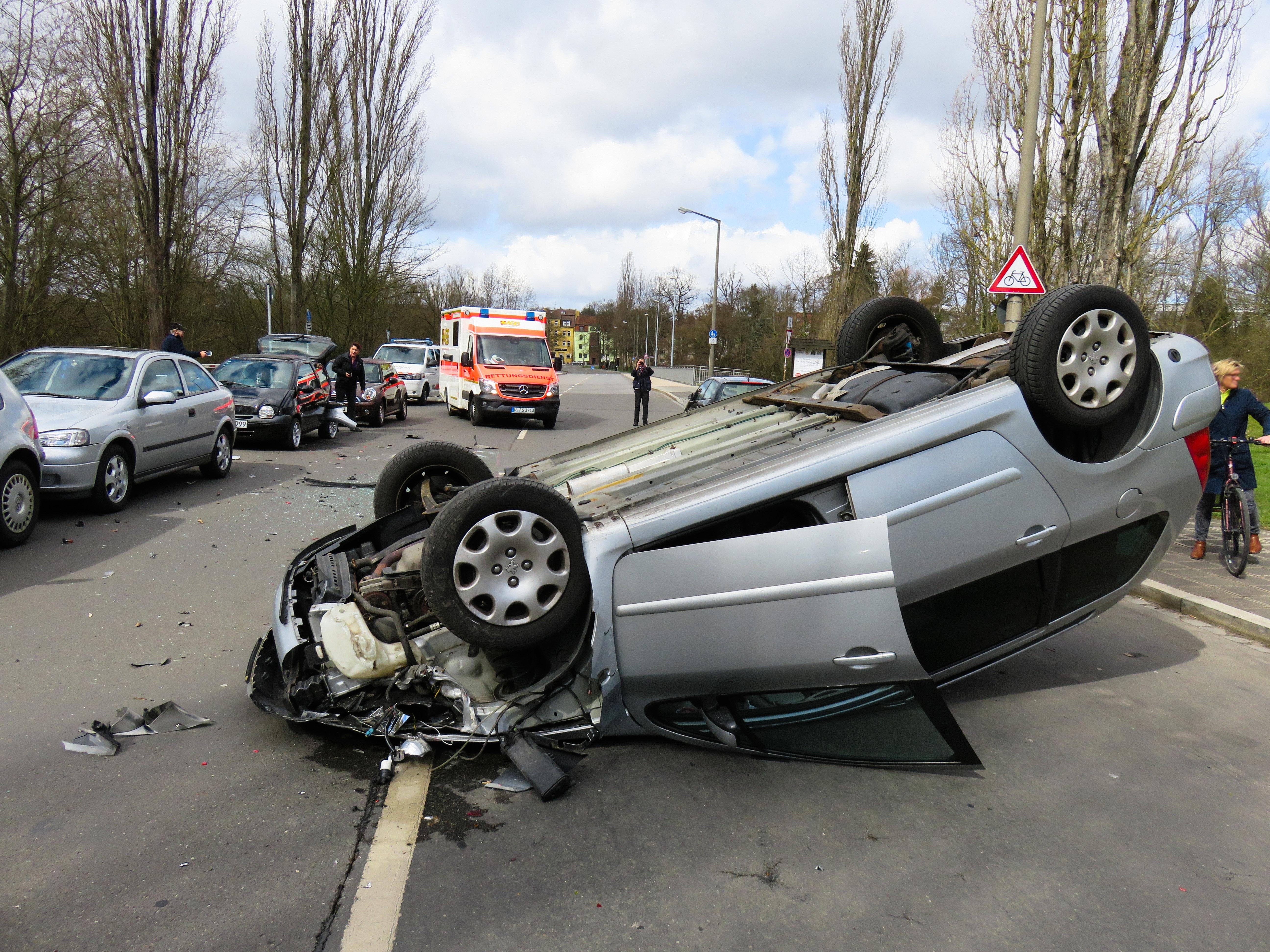 Kostenloses Foto zum Thema: auto, autounfall, beschädigung