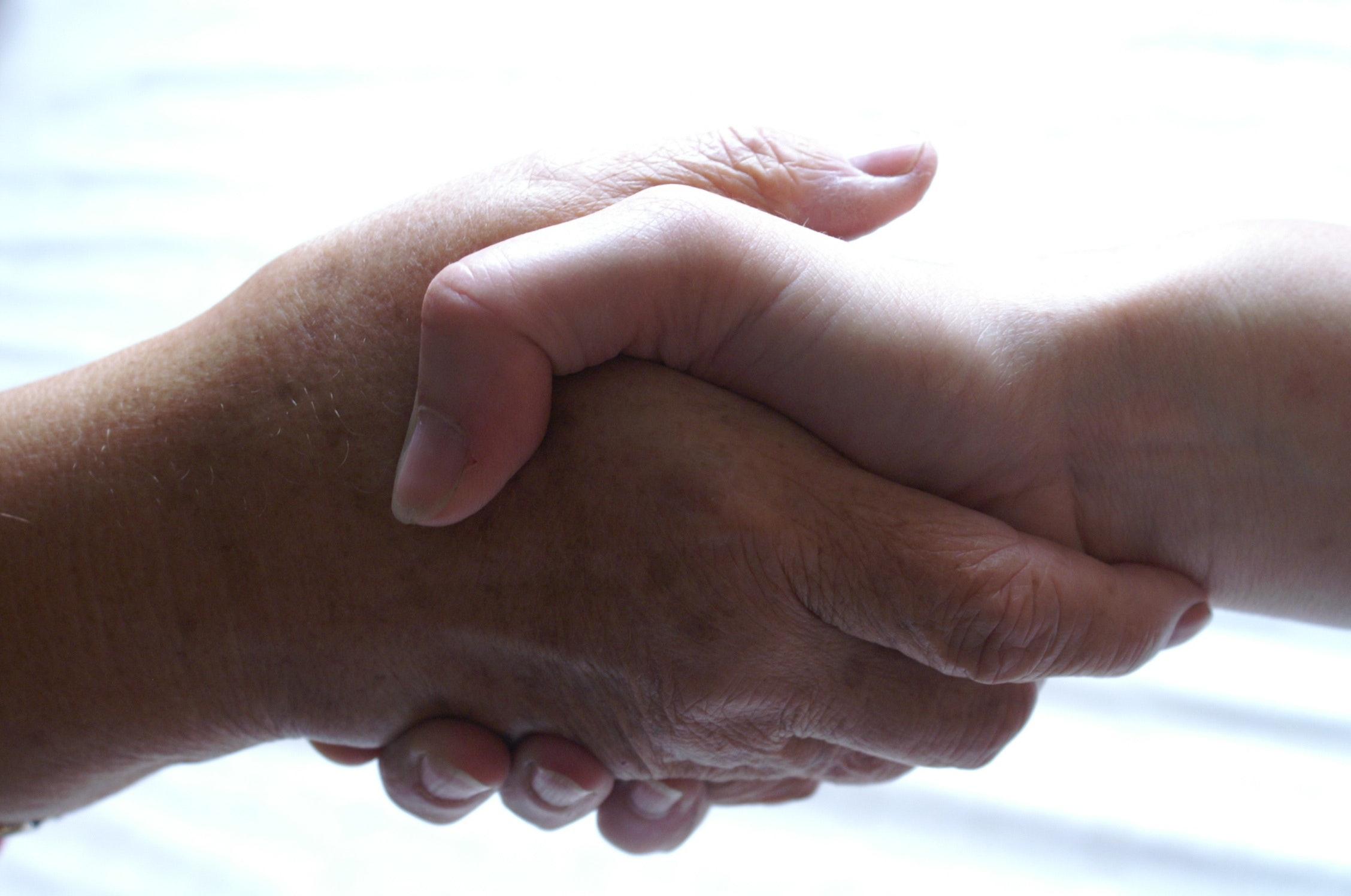 Kostenloses Foto Zum Thema Freundschaft Hände Hilfe
