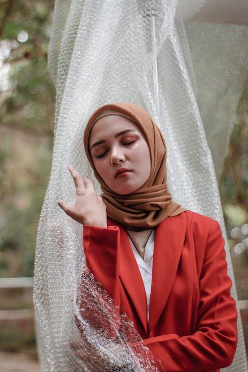 Darmowe zdjęcie z galerii z chusta, hidżab, kobieta, moda
