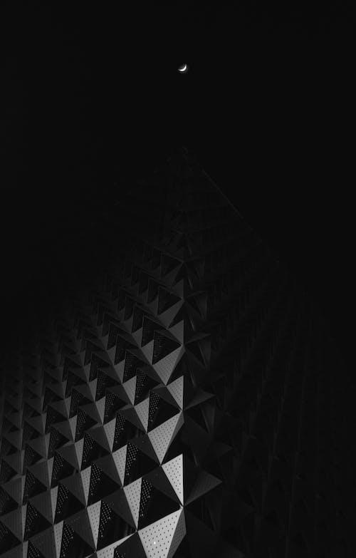Fotobanka sbezplatnými fotkami na tému architektúra, budova, čierna a biela, čierne pozadie