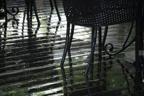 Безкоштовне стокове фото на тему «дерев'яна підлога, стільці»