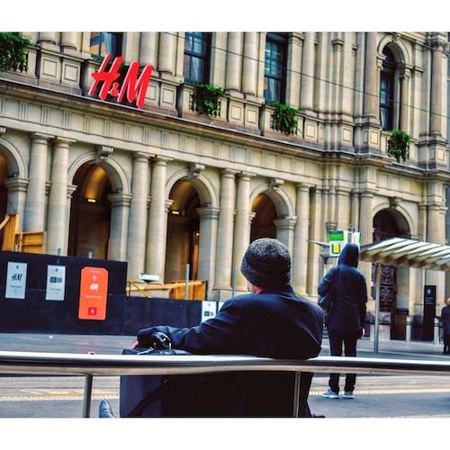 거리 사진, 참을성있게 기다리는 사람의 무료 스톡 사진