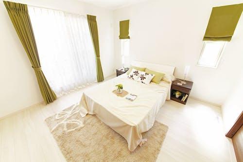 Ingyenes stockfotó ágy, belsőépítészet, bútor, függöny témában