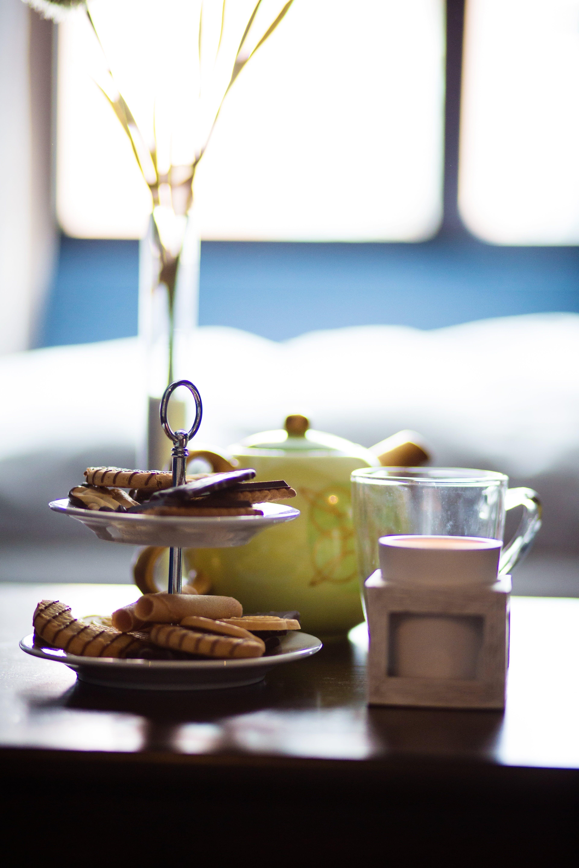 Fotobanka sbezplatnými fotkami na tému čaj, cukrárske výrobky, denné svetlo, hotel