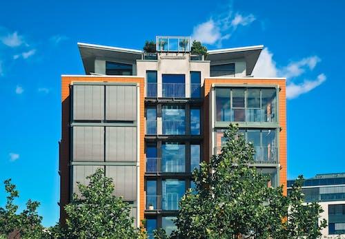 Fotobanka sbezplatnými fotkami na tému apartmán, balkón, biela, budova
