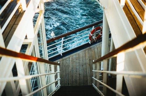 Бесплатное стоковое фото с вниз по лестнице, корабль, лестница, лодка