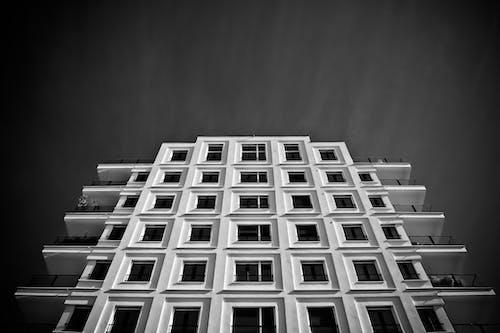 Gratis lagerfoto af arkitektur, balkon, by, bygning
