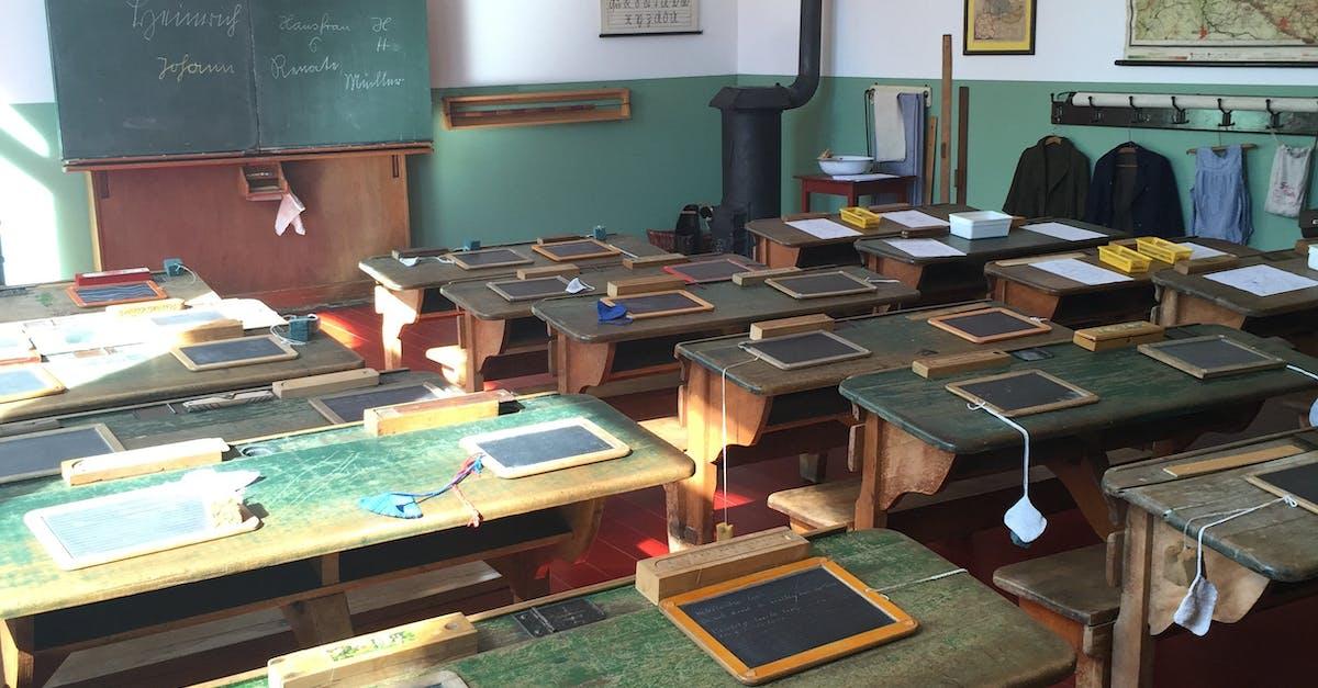 Kostenloses Foto zum Thema: früher, klassenzimmer, schulbank