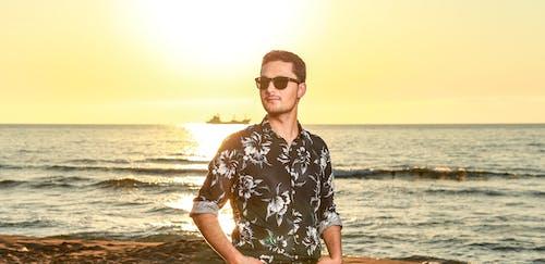 Δωρεάν στοκ φωτογραφιών με ακτή, άνδρας, άνθρωπος, γυαλιά ηλίου