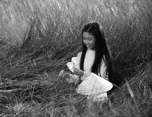 Fotobanka sbezplatnými fotkami na tému čiernobiela fotografia, čiernobiely, čierny abiely, dievča