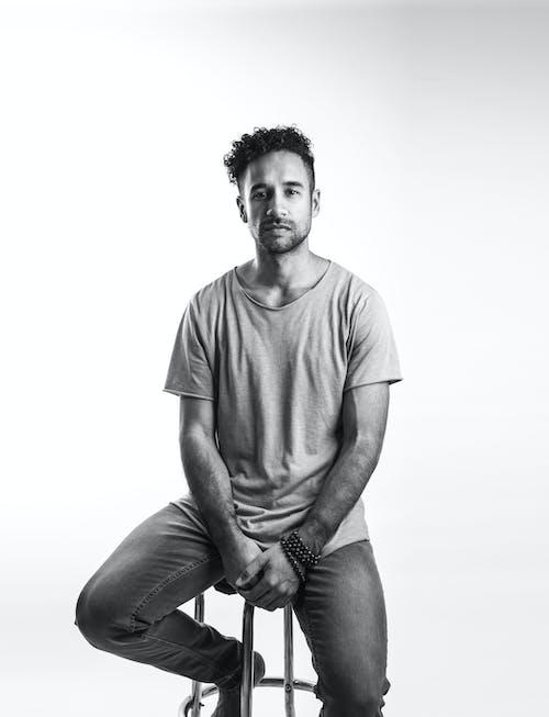 Imagine de stoc gratuită din bărbat hispanic, de sex masculin, fotograf, fundal alb
