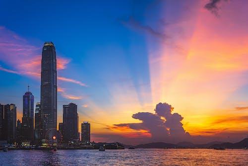 Fotobanka sbezplatnými fotkami na tému budovy, cestovať, dramatický, lúče slnka