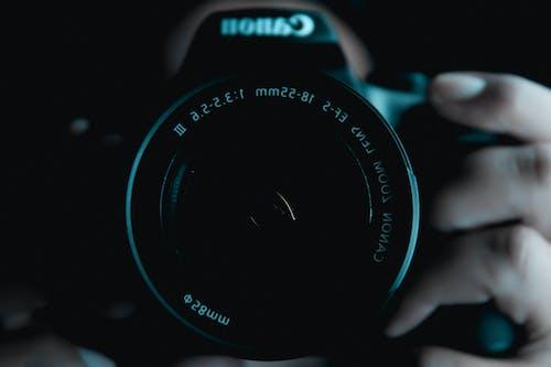 Foto profissional grátis de cânone, cena noturna, equipamento fotográfico, fotografia criativa