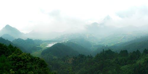 Безкоштовне стокове фото на тему «блакитне небо, гірська місцевість, гірські вершини, гори»