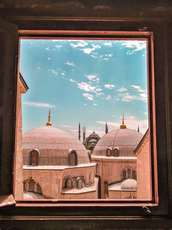 Uitzicht Op De Moskee Vanuit Een Raam