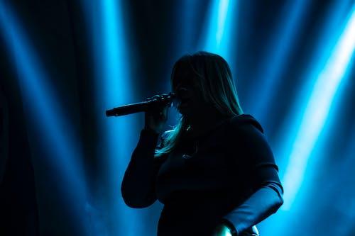 Foto d'estoc gratuïta de blau, cantant, contra la llum, esdeveniments
